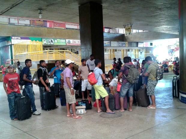 Empresa responsável por ônibus clandestinos terá de pagar bilhetes para passageiros chegarem a seus destinos. (Foto: Andressa Boa Sorte / TVCA)