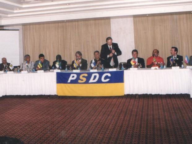 Em 1999, Eymael reuniu os representantes para o primeiro encontro nacional do PSDC (Foto: Divulgação)