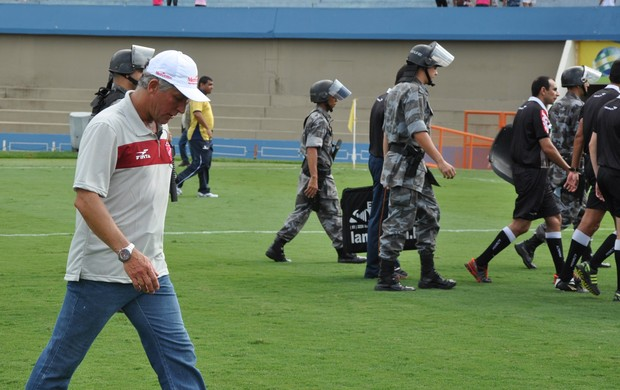 Márcio Bittencourt, técnico do Vila Nova (Foto: Guilherme Gonçalves)