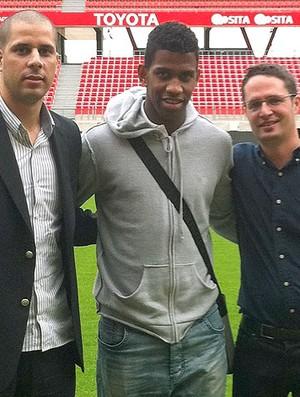 Gil é apresentado no Valenciennes (Foto: Reprodução / Site Oficial)