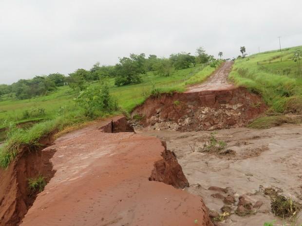 Córrego Farinheira após chuvas em Jateí MS (Foto: Valmir Tomaz de Matos/Prefeitura de Jateí)