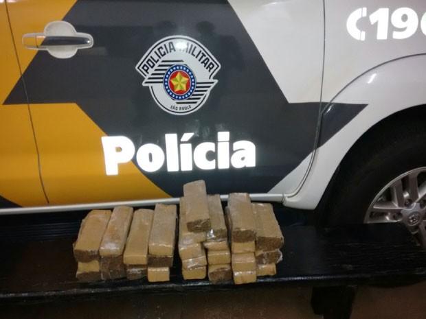Polícia Militar Rodoviária apreendeu a droga em Presidente Epitácio (Foto: Cedida/Polícia Militar Rodoviária)
