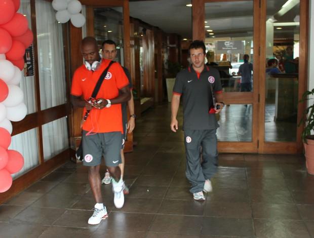 Kleber deixa Bento Gonçalves para ser reavaliado em Porto Alegre (Foto: Diego Guichard)