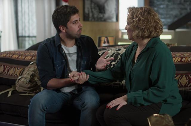 'Rock story': Ana Beatriz Nogueira) e Gabriel Louchard em cena (Foto: TV Globo)