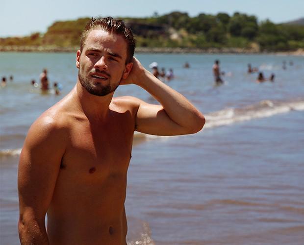 Rafael adora curtir uma praia (Foto: Leonardo Viso/Gshow)