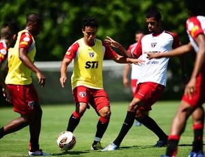 Jadson treino São Paulo (Foto: Marcos Ribolli / Globoesporte.com)
