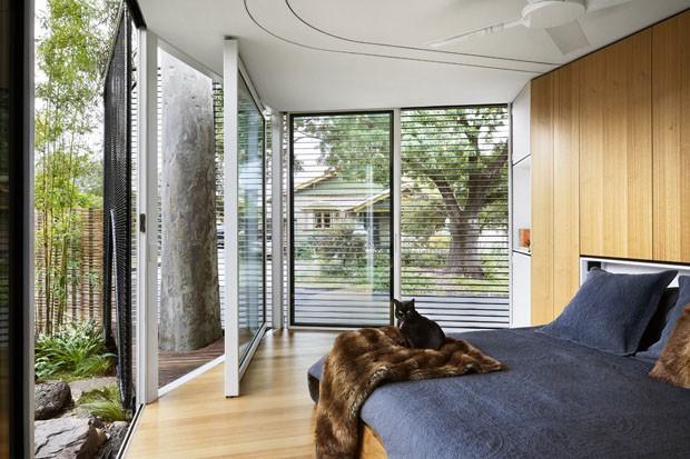 Casa ganha home office, ambientes permeáveis e clima de meditação  (Foto: Fotos Tess Kelly/ Divulgação)