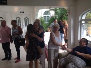 Amigos e parentes se reuniram para dar o último adeus a Gilberto Mendes (Foto: João Paulo de Castro / G1)
