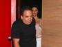 Letícia Lima chega correndo em show de Ana Carolina e tenta evitar fotos