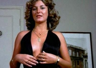 Matilde já declarou que vê as pornochanchadas como uma fase medíocre do cinema brasileiro. Segunda ela, o gênero só floresceu por causa da ditadura e a censura que limitava as obras de arte e comunicação. Análises à parte, exibiu os dotes físicos em 'Bacalhau' (1975), de Adriano Stuart, 'Palácio de Vênus' (1981), de Ody Fraga e no polêmico 'Incesto' (1976), de Fauzi Mansur. Ela é casada com ator Oscar Magrini desde 1990. (Foto: Reprodução)