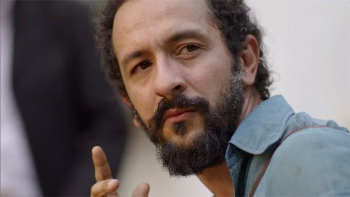 Bento aconselha Lucas a procurar o delegado (Foto: TV Globo)
