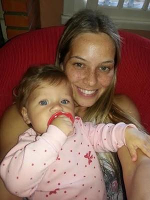 Modelo Laura Goltz com a filha Louise (Foto: Arquivo pessoal/Divulgação)