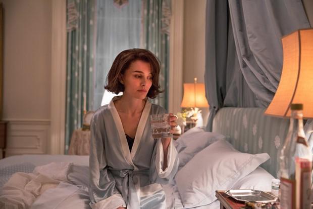 "Natalie Portman as ""Jackie Kennedy"" in JACKIE. Photo by Stephanie Branchu. © 2016 Twentieth Century Fox Film Corporation All Rights Reserved (Foto: Divulgação)"