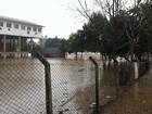 Com chuva intensa e cheia de rios, famílias são retiradas de casas no RS
