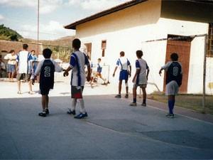Quadra esportiva na Escola Municipal Professor Governador Portela, em Miguel Pereira (RJ) (Foto: Arquivo pessoal)