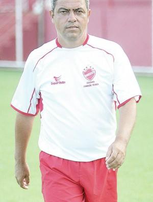 Hermógenes Neto, técnico interino do Vila Nova (Foto: O Popular)