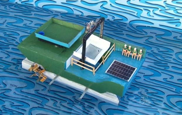 Barco ecológico que pode purificar os rios foi um dos temas trabalhados na feira (Foto: Roraima TV)