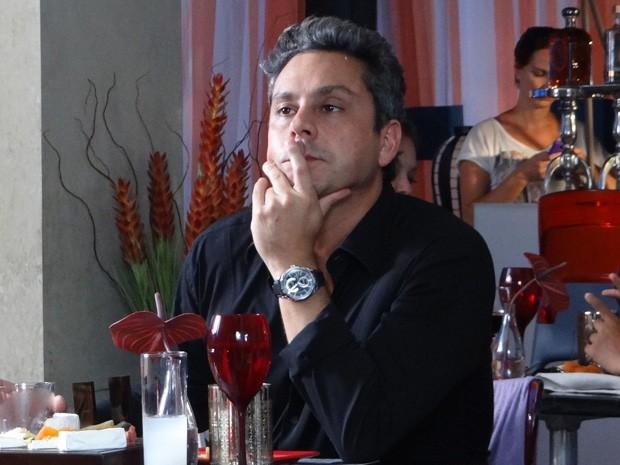 Stenio não quer saber de papo com Bianca (Foto: Salve Jorge/TV Globo)