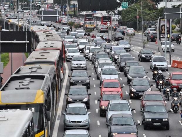 Trânsito intenso na Radial Leste na altura do metro Tatuapé na manha desta sexta feira, durante greve dos metroviários de São Paulo (Foto: Fábio Vieira/Fotoarena/Estadão Conteúdo)