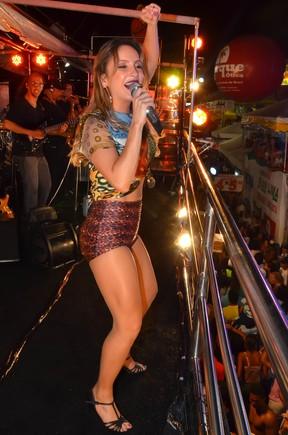 Claudia Leitte em micareta em Feira de Santana, na Bahia (Foto: Sandro Honorato/ Divulgação)
