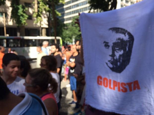 Manifestantes fazem protesto contra governo Temer no Centro do Rio (Foto: Gabriel Barreira / G1)