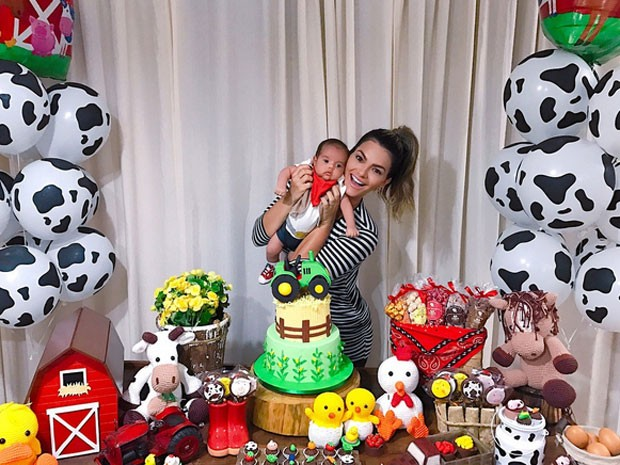 Kelly Key posa com o filho caçula, Artur (Foto: Instagram/ Reprodução)
