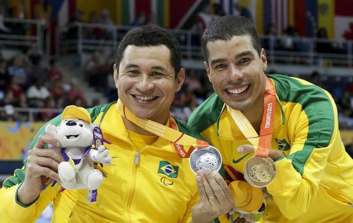 Clodoaldo Silva e Daniel Dias com as medalhas de prata e ouro (Foto: Washington Alves/MPIX/CPB)