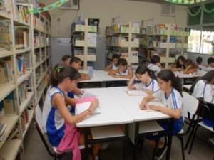 Escolas vão receber minibibliotecas (Foto: Elizabeth Nader/ PMV)