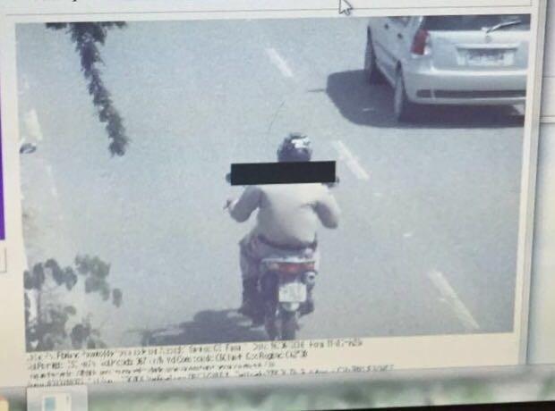 Policial militar pilotava moto com placa de carro roubado e ainda estava em acima da velocidade (Foto: Félix Araújo Neto/Arquivo Pessoal)
