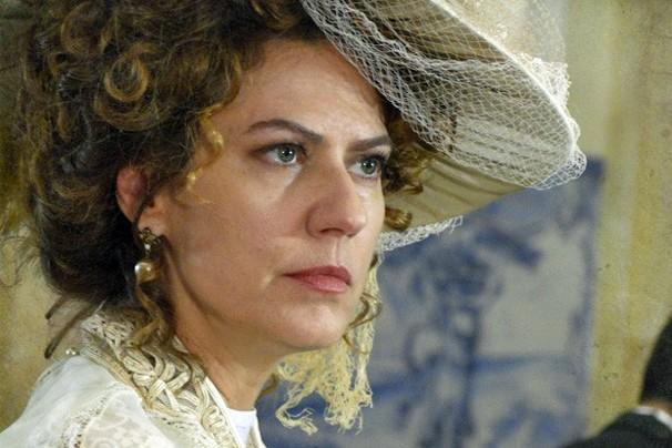 Hoje: Constância não aceita que o filho que Isabel está esperando seja de Albertinho (Foto: Lado a Lado/TV Globo)