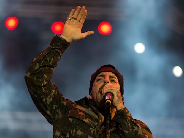 Tico Santa Cruz comanda show dos Detonautas no João Rock (Foto: Érico Andrade/G1)