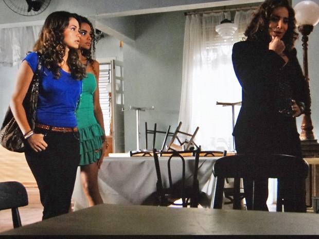 Wanda faz proposta para Morena (Foto: Salve Jorge/ TV Globo)
