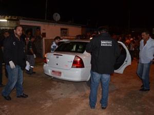 Casal é morto dentro de táxi em João Pessoa  (Foto: Walter Paparazzo/G1)