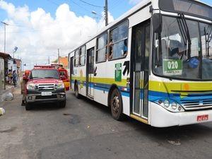 Rua onde a briga aconteceu tem intensa movimentação de veículos (Foto: Marina Fontenele/G1 SE)