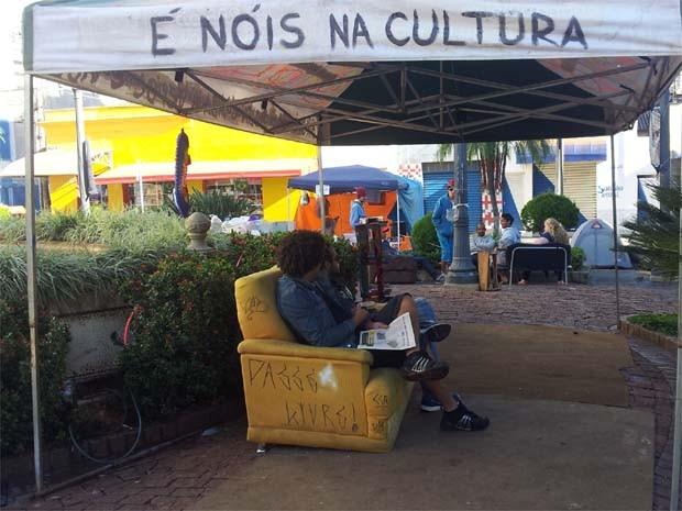 Manifestantes acampados em frente a prefeitura de Ribeirão Preto (Foto: Leandro Mata/G1)