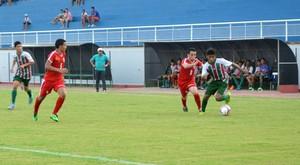 Bangu e Independência se enfrentaram pela Copa Antônio Aquino de Futebol Sub-17 (Foto: Quésia Melo)
