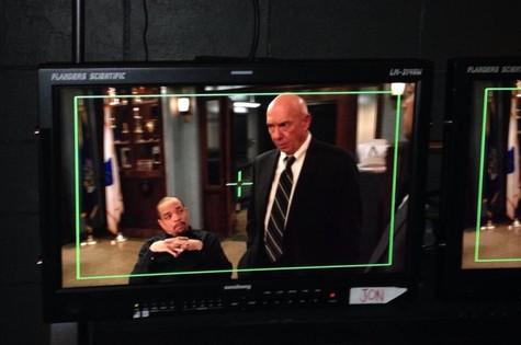 Dann Florek no último dia de gravação em 'Law and order: SUV' (Foto: Reprodução da internet)