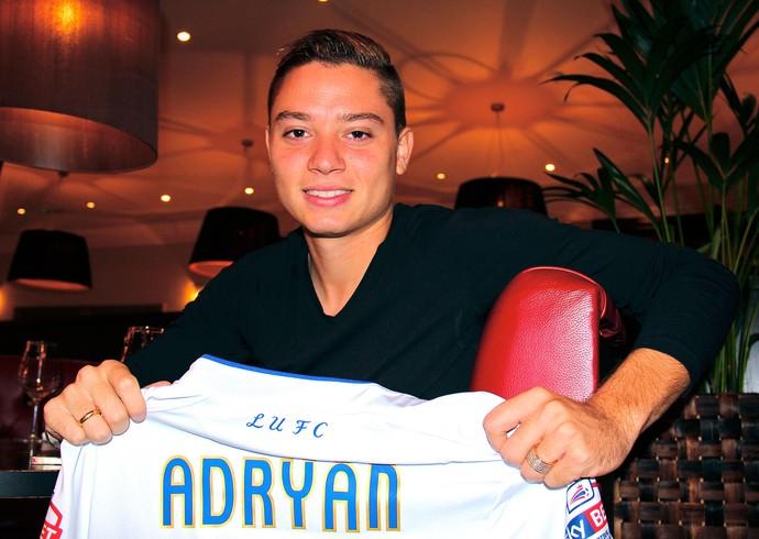 Adryan fala sobre seu momento no Leeds (Foto: Caio Corrêa / Felipe Rocha)