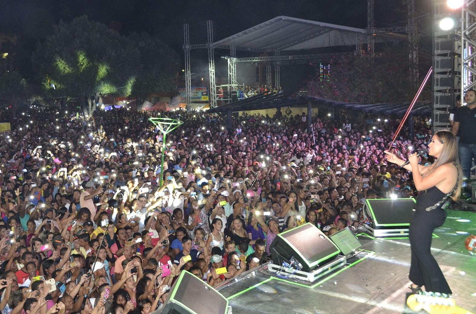 Os shows na praça comandaram a festa (Foto: Divulgação)