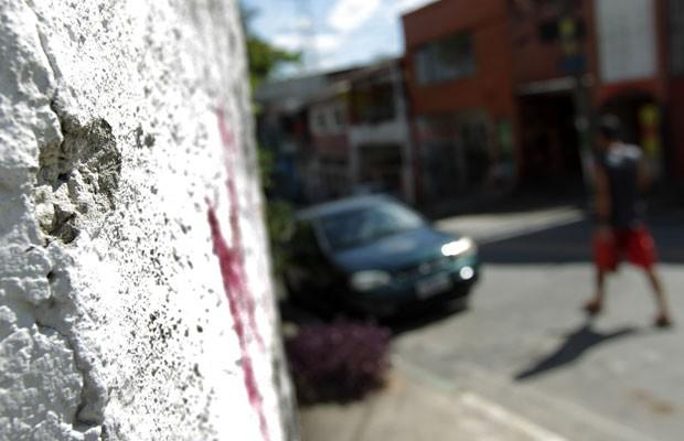 Marcas de chacina em Osasco estão por várias partes da cidade (Foto: Clayton Souza/Estadão Conteúdo)