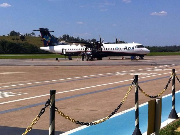 Avião precisou fazer pouso de emergência (Foto: Thaís Fullin / InterTv dos Vales)