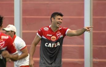 Zagueiro nega mágoa com o Goiás e diz que clássico é importante por si só