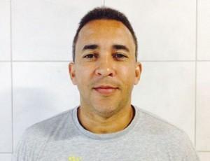 Técnico do Central de futsal, luciano (Foto: Adjair Pacheco')