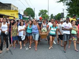 Crime comoveu comunidade que compareceu no velório (Foto: Walter Paparazzo/G1)
