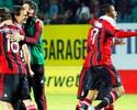 Balotelli faz de pênalti, Milan vira de forma relâmpago e vai à Champions