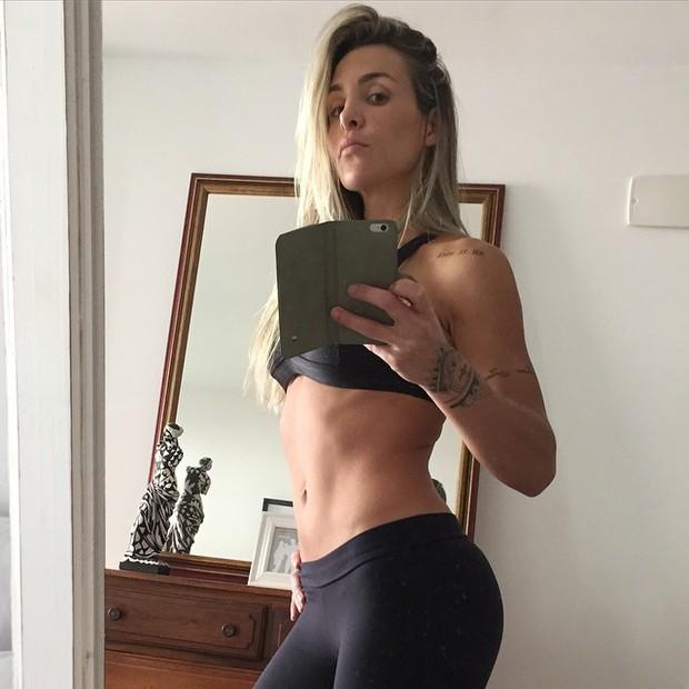 Joana Machado exibe boa forma em selfie (Foto: Instagram/ Reprodução)