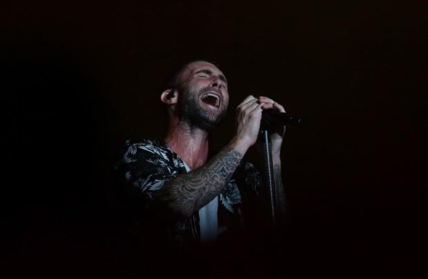 Adam Levine na sua função de frontman do Maroon 5 (Foto: Getty Images)