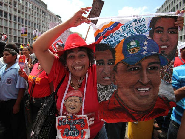Onda de protestos violentos em 1989,  visto pelo governo Chávez como uma 'revolta popular', foi em resposta às medidas econômicas impostas pelo então presidente Carlos Andrés Pérez.  (Foto: AP Photo / Fernando Llano)