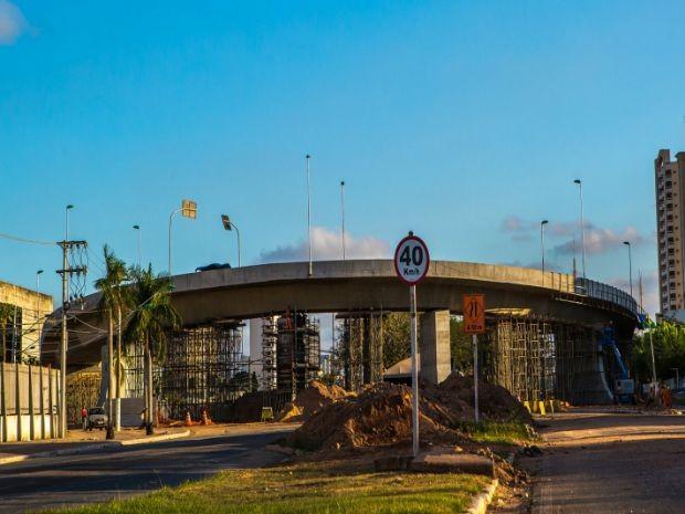 Viaduto da Sefaz em Cuiabá foi interditado no ano passado e deve passar por testes na quarta-feira (22). (Foto:  Chico Valdiner/Gcom-MT)