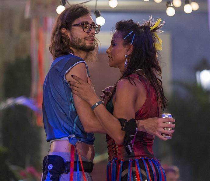 Marinalva, dona da pista, dançou com Pedro... (Foto: Artur Meninea/Gshow)